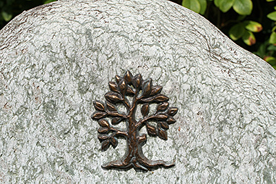 Grabornament in Form des Lebensbaums