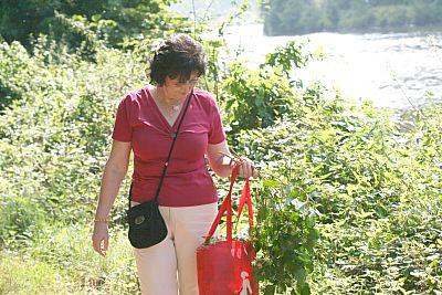 M. beim Spaziergang an der Saar