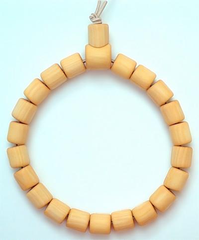 Armband aus Pfaffenhütchenholz