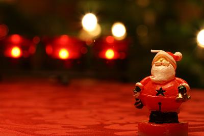 Weihnachtsmann-Kerze