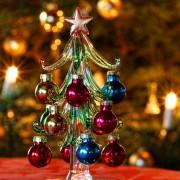Deko-Weihnachtsbäumchen vor Weihnachtsbaum, aus: Neues Weihnachtsmotiv