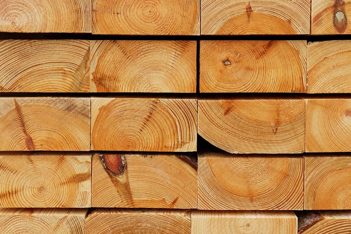 Hirnholzansicht gestapelter Kiefernbohlen I