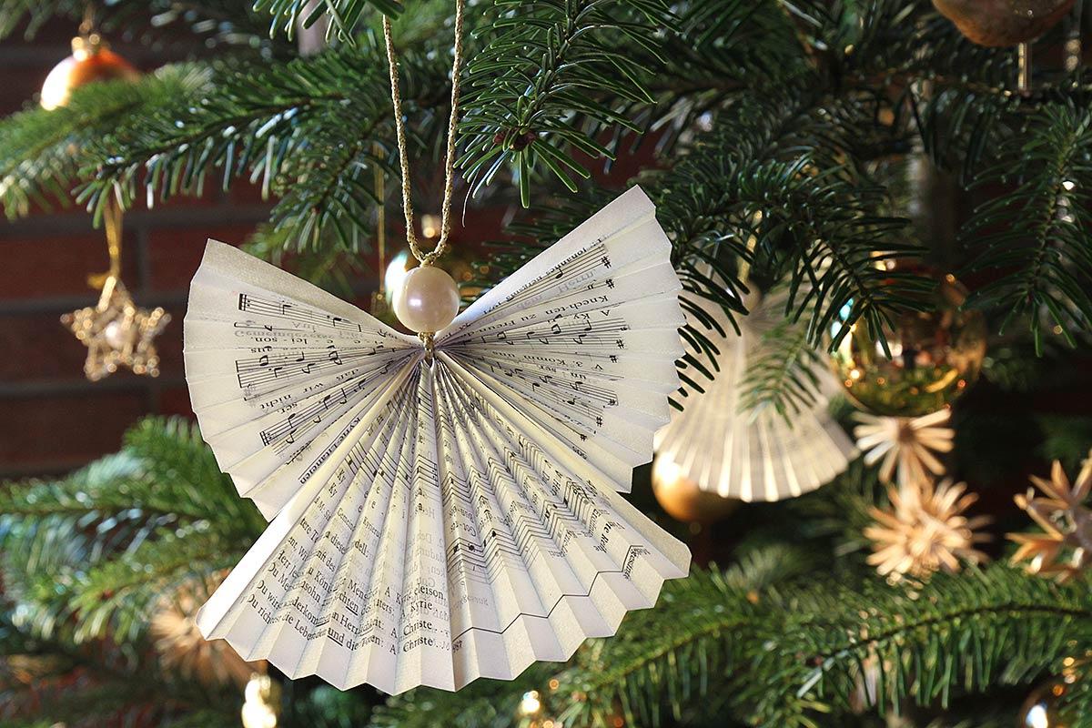 Weihnachtsbaumdekoration mit Faltengel