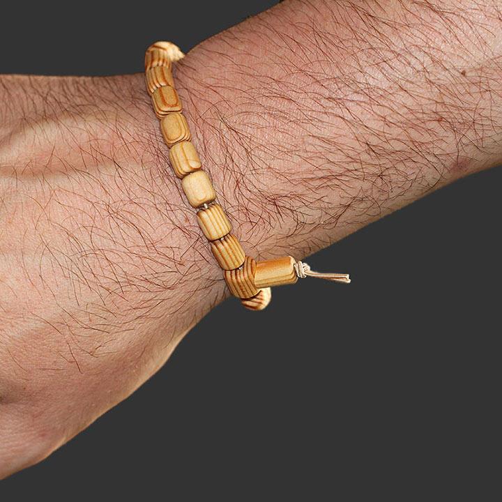 Wunschbaum-Manufaktur - Lebensbaum-Armband tragen